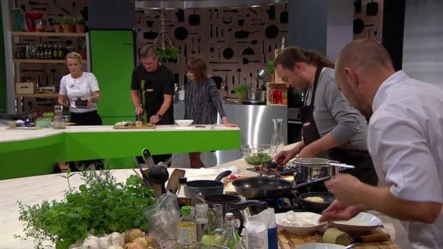 Kokkisota, Jussi Heikelä ja Harri Moisio paitsi työskentelevät, myös syövät yhdessä.