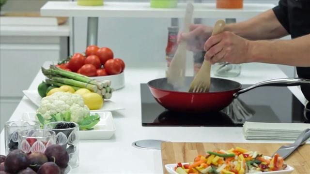 Aki kokkaa Petra-keittiössä, osa 1, Millainen on hyvä liesi?
