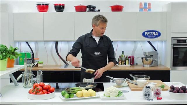 Aki kokkaa Petra-keittiössä, osa 2, Keittiösaarekkeen parhaat puolet