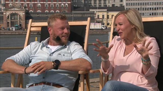 5. Vieraina Lauri Järvilehto, Jutta Gustafsberg ja Juha Rouvinen