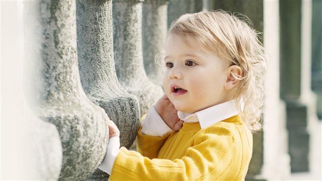 Viihdeuutiset, Ruotsin prinssi Alexander täyttää kaksi vuotta