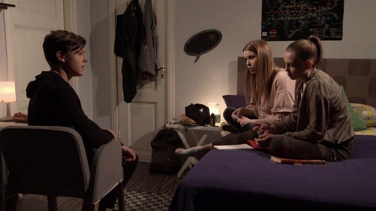 Viola alkaa hermostua kuulemistaan Paula-taustoista